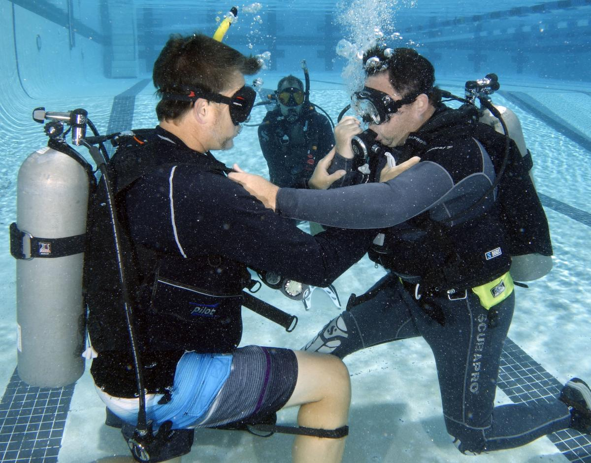 Smithsonian Diving Officers practice training of rescue skills