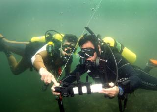 Smithsonian Diving Officers evaluate dive computers